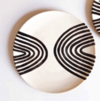 """Assiette """"arch"""" à motifs noirs et blancs"""