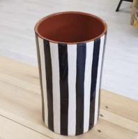 Vase à motif noir et blanc